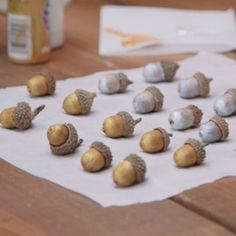 Crafts Ideas For The Home - - Arts And Crafts For Kids Organization - Christmas Crafts Santa Nature Crafts, Fall Crafts, Holiday Crafts, Christmas Crafts, Crafts For Kids, Christmas Decorations, Acorn Decorations, Acorn Crafts, Pine Cone Crafts
