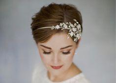 Acconciature sposa. Corto?: «Sì, lo voglio»  https://www.vanityfair.it/beauty/trend-beauty/2017/06/27/acconciature-sposa-capelli-corti-idee-foto-matrimonio