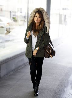 i really want a jacket like this Autumn Winter Fashion, Spring Fashion, Green Parka, Parka Style, Rocker Chic, Weekend Outfit, Louis Vuitton Neverfull, Dress Me Up, Dress To Impress