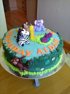 Safari cake for my cousin's little boy Aidan who turned 1. All the little animals made with plastic icing. Great fun making them.