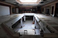 Avec son projetBlack Friday, le photographe américain Seph Lawless captureles centres commerciaux abandonnés à travers lesEtats-Unis dans une jolie sé
