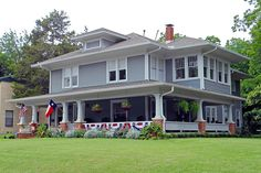 TraumHaus American Foursquare House with Flags, Swiss Avenue, Dallas Exterior Remodel, Interior Exterior, Exterior Design, Palm Beach, Porches, Villas, Four Square Homes, Usa House, Garage Addition