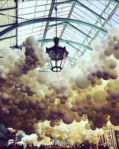 Covent Garden, LDN  Charles Pétillon  '100000 giant white balloons'