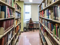 En «Abandon» (2002) la Biblioteca de la Universidad McGill, Montreal, Canadá es la de una universidad estadounidense que diría que no se menciona en la película.