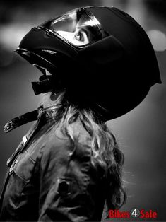 Shared by Bia Find images and videos about girl and helmet on We Heart It - the app to get lost in what you love. Lady Biker, Biker Girl, Biker Photoshoot, Gp Moto, Cafe Racer Girl, Motorbike Girl, Motorcycle Girls, Dirt Bike Girl, Motorcycle Photography
