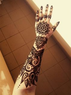 Traditional henna (mehndi) temporary tattoo  For more my artworks like my FB page https://www.facebook.com/HennaQueenTattoo/?view_public_for=258662124475322 #henna #traditional #HennaQueen