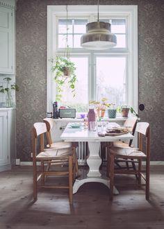 Om vårt kök – tapeter- spis- köksluckor och hela baletten…