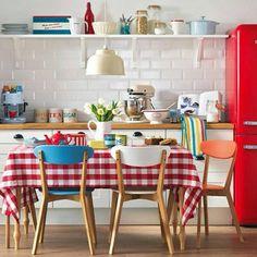 Une cuisine colorée en formica