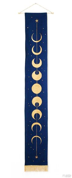 Moon phase wall hanging by Alicia Sivertsson. Inspired by the duelling club rug … Moon phase wall hanging by Alicia Sivertsson. Inspired by the duelling club rug in Harry Potter and the Chamber of Secrets. Trendy Tattoos, Small Tattoos, Tattoos For Guys, Cool Tattoos, Spine Tattoos, Leg Tattoos, Moon Fases, Arrow Tat, Tattoo Mond