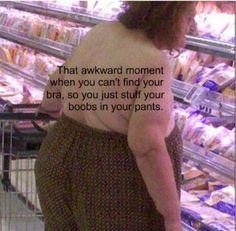 Ese momento incómodo cuando no encuentras tu sujetador y guardas tus pechos en el pantalón.