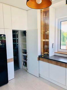Kitchen Organization, Kitchen Storage, Tall Cabinet Storage, Kitchen Pantry Doors, Hidden Pantry, Corner Pantry, Best Kitchen Designs, Pantry Design, Living Room Kitchen
