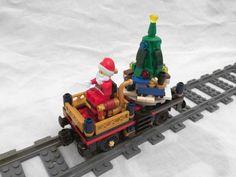 Post with 8681 views. Christmas Cars, Lego Christmas Ornaments, Noel Christmas, Christmas Ideas, Train Lego, Lego Train Tracks, Lego Trains, Lego Gingerbread House, Lego Winter Village