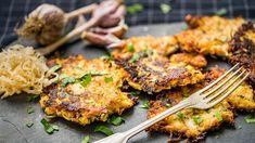Milujete bramboráky a máte rádi i kysané zelí? Pak je tenhle recept pro vás jako stvořený. V podstatě totiž stačí část brambor vyměnit za zelí. Jak na to? Tandoori Chicken, Vegetarian, Meat, Cooking, Ethnic Recipes, Food, Origami, Kitchen, Essen