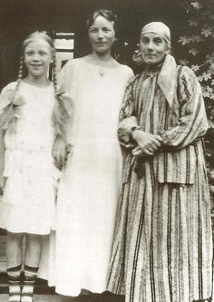 Karin Bergoö Larsson in old age with daughter and grand daughter