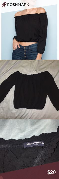 Brandy Melville off the shoulder top Very good condition and from BRANDY MELVILLE! comment if you have any questions about my closet :) Brandy Melville Tops