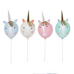 Holen Sie sich mit diesem süßen Einhorn Ballon-Set die Magie auf den nächsten Kindergeburtstag. Zauberhafte Dekoration für die Einhorn Party Zarte Bänder flattern in den Bäumen und dazwischen... ja, tatsächlich… entdecken wir...