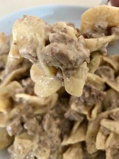 Fast and Easy Ground Beef Stroganoff is comfort food meant for kids! This dish has a creamy sauce with ground beef paired with the tender noodles. Ground Beef Crockpot Recipes, Healthy Ground Beef, Healthy Beef Recipes, Easy Recipes, Hamburger Recipes, Healthy Meals, Keto Recipes, Healthy Food, Easy Ground Beef Stroganoff