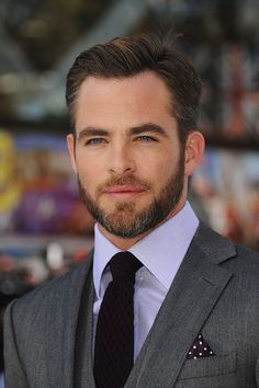 This Is Proof That All Celebrity Men Should Grow A Beard Immediately << idk. Most people I do like better with a beard. But Chris Pine. Hottest Male Celebrities, Beautiful Celebrities, Gorgeous Men, Beautiful People, Celebs, Best Street Style, Look Man, Album Design, Amanda Seyfried