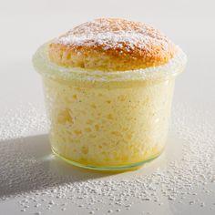 """Wie ein Hauch von Dessert kommt das schnelle #Quarksoufflé daher. Im #AEG #Dampfgar-Ofen wird die Eierspeise mit dem Programm """"INTERVALL-Dampf"""" luftig und locker."""