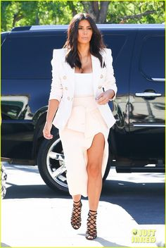 kim kardashian satisfies her sweet tooth with some fro yo 01 Kim Kardashian wears a white hot outfit while heading to Menchie's to grab a frozen yogurt treat on Thursday afternoon (August 28) in Calabasas, Calif.    The 33-year-old…