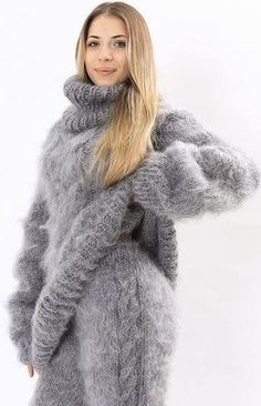 Knitwear Fashion, Sweater Fashion, Sweater Outfits, Fluffy Sweater, Mohair Sweater, Gros Pull Mohair, Chunky Knitwear, Red T, Fur Coat