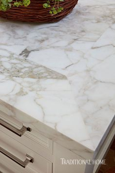 Calacatta Gold marble countertops, with a mitered corner band along the edge / Photo: Werner Straube Calcutta Gold Marble, Carrara Marble Bathroom, Calacatta Gold, Marble Tiles, Marble Countertops, Kitchen Countertops, Kitchen Worktop, Kitchen Cabinetry, Granite