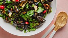 Martha& take on jarjeer wa hamba, a popular salad dish in the United Arab Emirates, swaps out the usual shrimp and green mango for plump mussels and colorful, crunchy radishes. Breakfast Lunch Dinner, Dessert For Dinner, Salad Dressing Recipes, Salad Recipes, Best Mussels Recipe, Salad Dishes, Salads, Seafood Recipes, Cooking Recipes