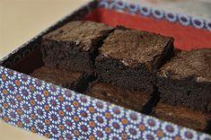 Μπράουνις με κακάο | kouzinista Kakao Brownies, Cocoa Brownies, Yummy Cakes, Food And Drink, Sweets, Chocolate, Cooking, Desserts, Recipes