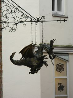 Dragon Shop sign - Puppet museum in Lubeck, Germany Fantasy Dragon, Dragon Art, Fantasy Art, Dragon Puppet, Fantasy Creatures, Mythical Creatures, Dragon Oriental, Dragons, Deco Originale