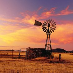 In the the dry expanse of the Flinders Ranges was dotted with small farms. However, many failed in the harsh landscape and their picturesque ruins now lie in the rolling plains. Farm Windmill, Australian Farm, Old Windmills, Landscape Tattoo, Land Of Oz, Australia Travel, South Australia, Paradise On Earth, World Pictures