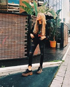 casual date ideas Look Fashion, Girl Fashion, Fashion Outfits, Cool Outfits, Casual Outfits, Black Ripped Jeans, Look Cool, Style Me, Street Style