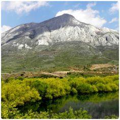 Conociendo León: Valles de Luna y Omaña: Reserva de la Biosfera Belleza Natural, Mount Rainier, Mountains, Travel, Beautiful Places, Voyage, Trips, Viajes, Destinations