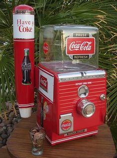 Coca-Cola soda fountain, gumball, candy, and peanut machine - 1 cent Vintage Coca Cola, Coca Cola Ad, Always Coca Cola, World Of Coca Cola, Vintage Candy, Candy Dispenser, Mountain Dew, Ginger Ale, Soda Machines