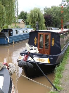 A variety of boat holiday destinations and suggestions for new and experienced narrowboaters alike. Narrowboat Holidays, Narrowboat Interiors, Living On A Boat, Boat Painting, Floating House, Canal Boat, Boat Design, Holiday Time, Narrow Boat