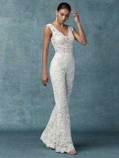 Wedding Robe, Wedding Pantsuit, Wedding Attire, Wedding Gowns, Wedding Reception Dresses, Civil Wedding Dresses, Wedding Outfits, Lace Wedding, Wedding Cakes
