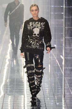 Philipp Plein at Milan Fashion Week Spring 2019 - Runway Photos Runway Fashion, Fashion Beauty, Womens Fashion, Milan Fashion, Dark Fashion, Gothic Fashion, Steampunk Fashion, Emo Fashion, Edgy Outfits