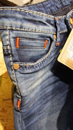 Bolsos Frontais - Inverno 2016 - Camp David Unisex Fashion, Denim Fashion, Raw Denim, Denim Jeans, Knit Pants, Jeans Style, Shorts, Vintage Denim, Buttons