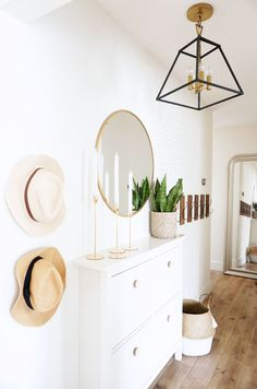 A Simple Spring Home Tour Boho Living Room appartement Home simple Spring Tour Decoration Hall, Entryway Decor, Bedroom Decor, Entryway Ideas, Entryway Hooks, Entryway Mirror, Rustic Entryway, Decoration Pictures, Entryway Furniture