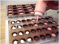 Chocolate Candy Recipes, Chocolate Candy Molds, Chocolate Flavors, Chocolate Dreams, Chocolate Delight, Chocolate Covered Strawberries, Chocolate Covered Pretzels, Best Sugar Cookie Recipe, Kawaii Dessert