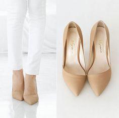 Elegant pointed nude heel