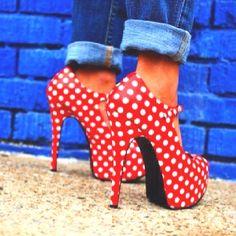 polka dot heels. fashionista