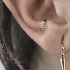 I like that teeny hoop placement. - I like that teeny hoop placement. - I like that teeny hoop placement. – I like that teeny hoop placement. Tragus Piercings, Percing Tragus, Ear Peircings, Cute Ear Piercings, Lobe Piercing, Body Piercings, Mens Piercings, Septum, Ear Jewelry