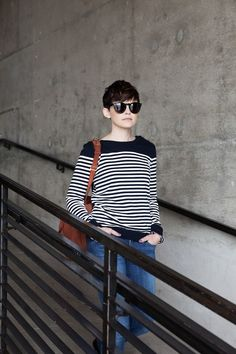 Ginnifer Goodwin, i want your sweater, your sunglasses and your hair cut!