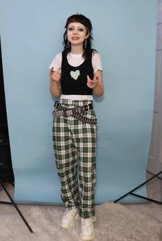 Swaggy Outfits, Cool Outfits, Rocker Chic Outfit, Goth Subculture, Mall, Fashion Ideas, Grunge, Indie, Capri Pants