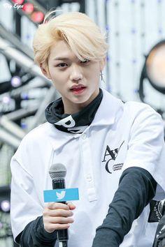 #스트레이키즈 #StrayKids Jooheon, Prince Felix, Felix Stray Kids, Sweet Guys, Kid Memes, Lee Know, Lee Min Ho, Minho, Kpop Boy