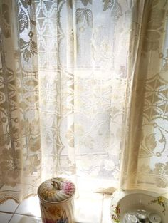 whatwhitneymadenext.blogspot.com  Pretty Vintage Lace curtain