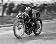 Vintage Bikes, Vintage Motorcycles, Vintage Metal, Motorcycle Types, Motorcycle Bike, Harley Davidson Engines, Racing Motorcycles, Mopeds, Street Bikes