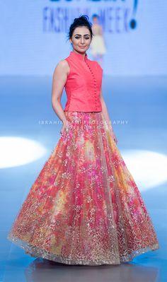 A model displays a shimmering designer wear at a SunSilk Fashion Week event. (Image Source: Pinterest / Ibrahim Nagi Photography)