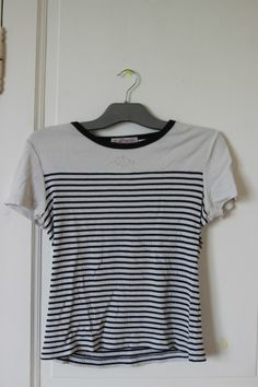 Haut marin dans T-Shirt / vêtements / mode