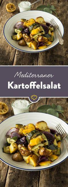Kartoffeln, Zucchini, Salbei und Rosmarin zusammen mit einem Dressing aus Zitrone und griechischem Joghurt bringen mediterranes Flair auf deinen Teller.